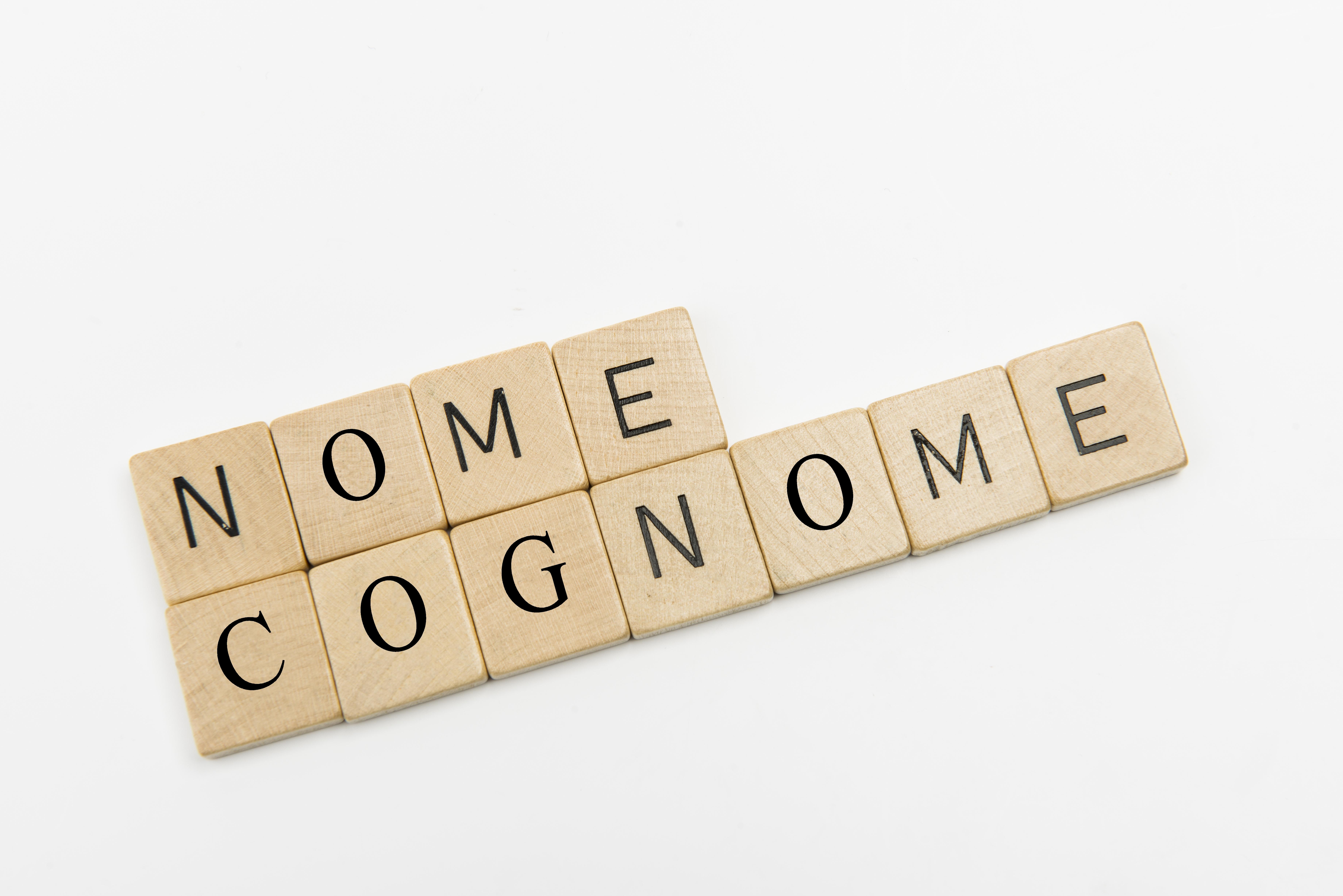 La disciplina del nome e del cognome applicabile ai cittadini stranieri e bipolidi.